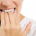 Рис. 4. Привычка грызть ногти приводит к их прямому повреждению и возникновению воспалительных процессов.